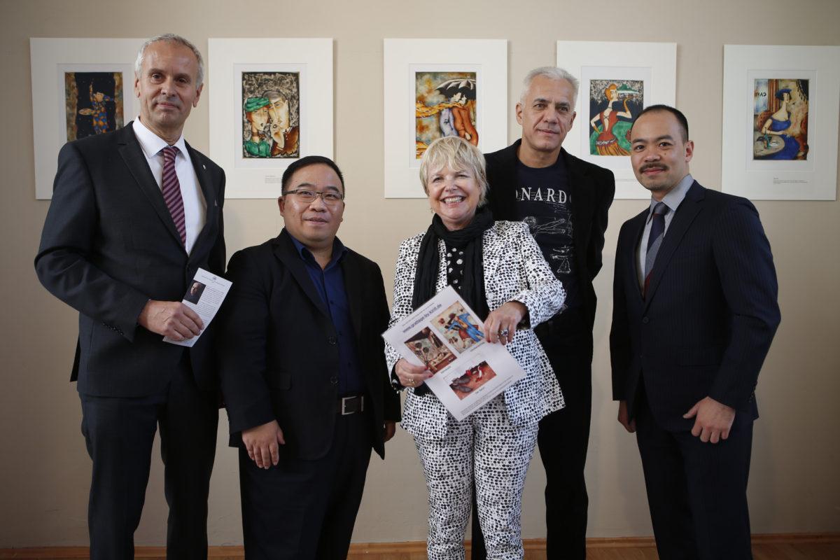 Grattagen von Kirill Gorodestskiy begeistern in der Höchster Porzellan Manufaktur